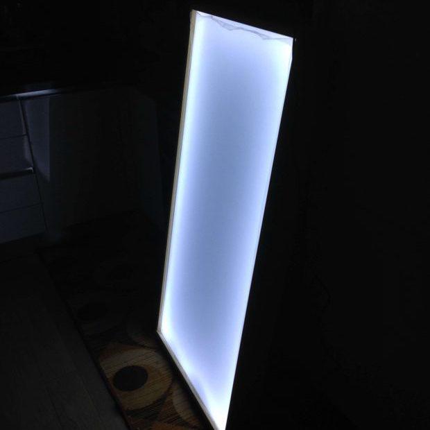Tavolo luminoso acceso